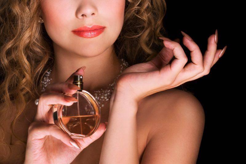 Как закрепить аромат духов на весь день? Очень простой трюк